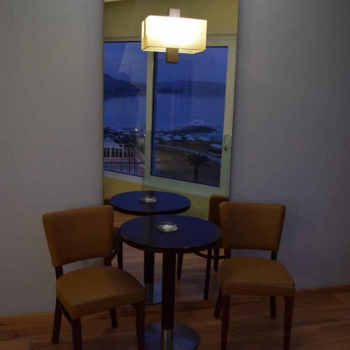 פינת ישיבה מלון קראון פלאזה ים המלח