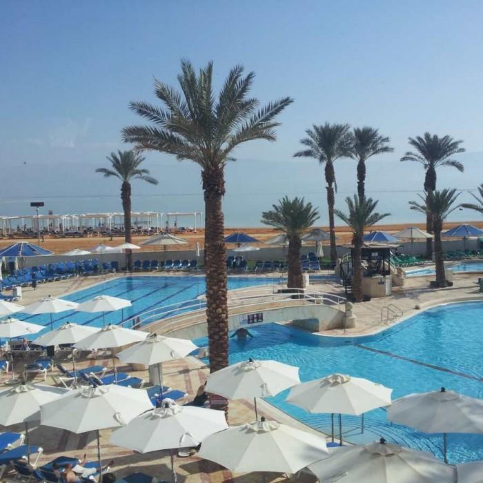 הבריכה מלון קראון פלאזה ים המלח