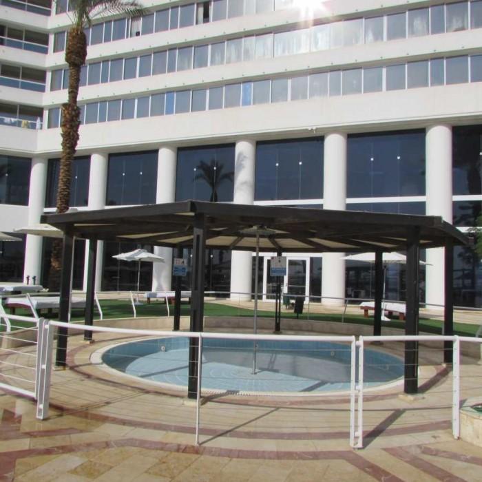 בריכת פעוטות מלון קראון פלאזה ים המלח
