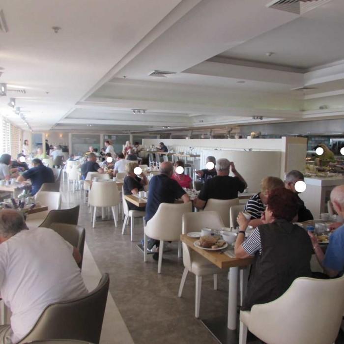 חדר האוכל ארוחת בוקר מלון הרודס ים המלח