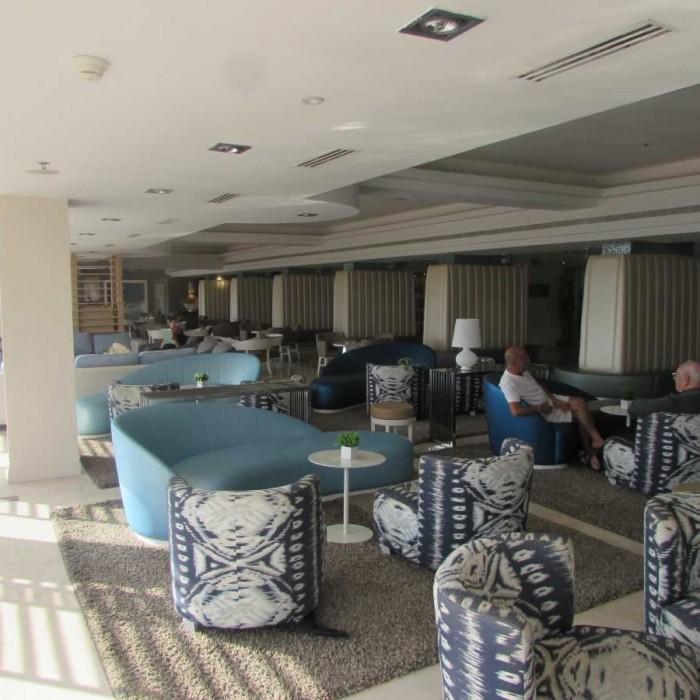הלובי ביום מלון הרודס ים המלח
