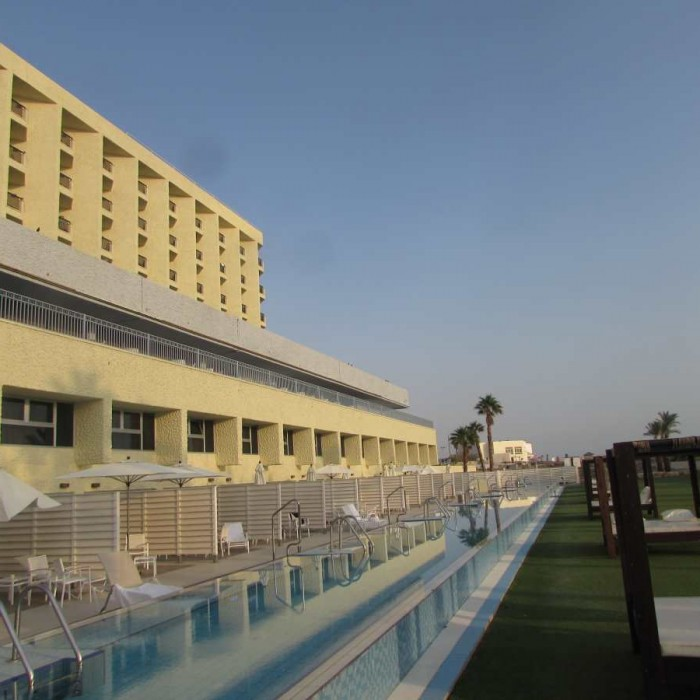 חדר עם בריכה מלון הרודס ים המלח