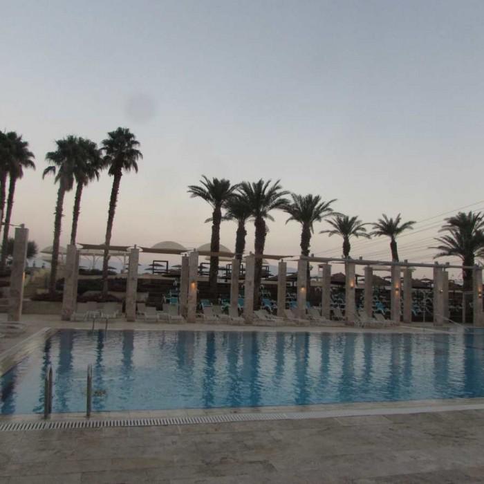 הבריכה מלון הרודס ים המלח