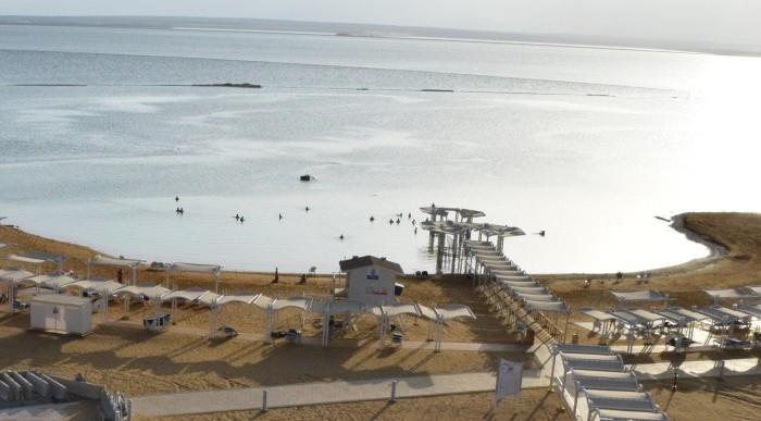 החוף מלמעלה מלון הוד המדבר ים המלח