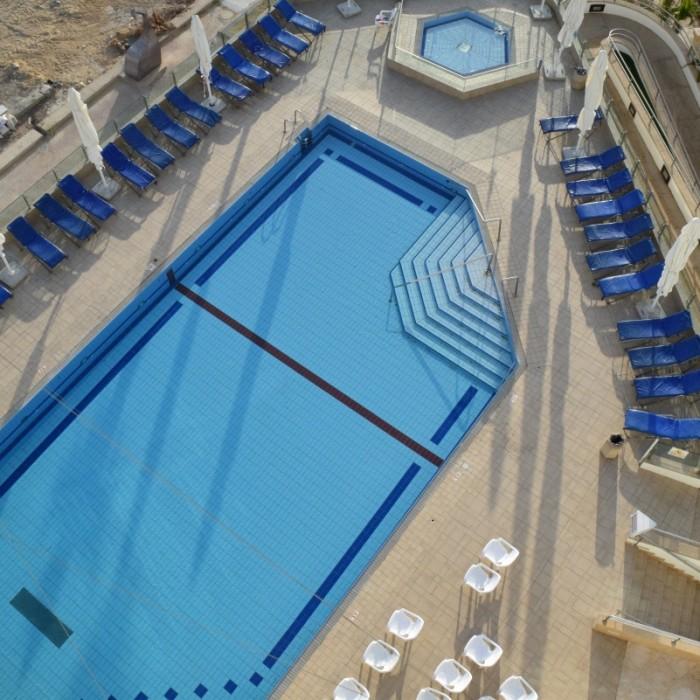 הבריכה מלון הוד המדבר ים המלח