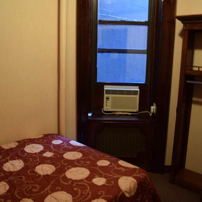 החדר במבט מהדלת מלון 31 ניו יורק