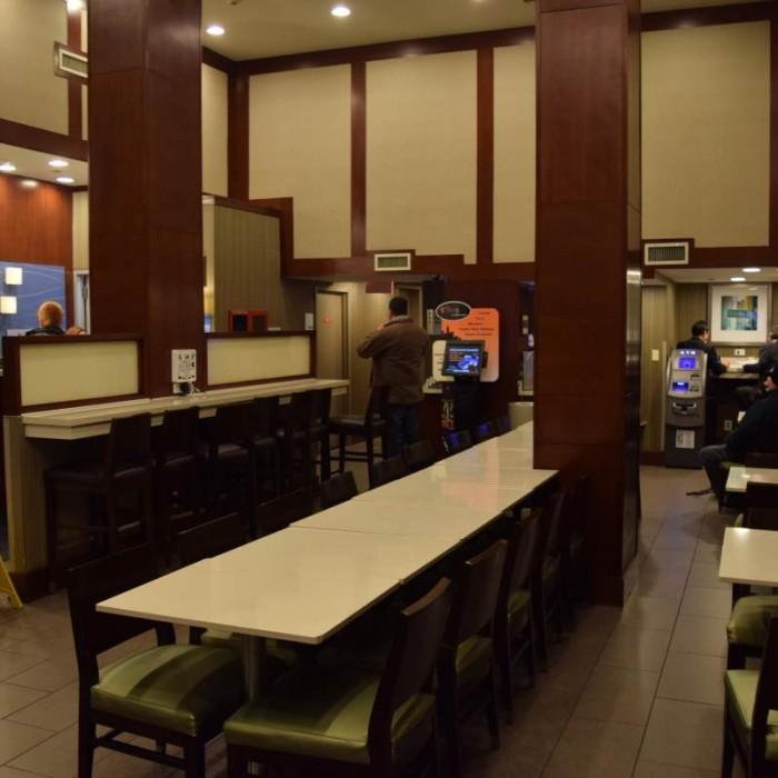 לובי מלון הולידיי אין השדרה החמישית ניו יורק