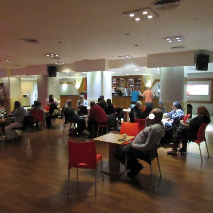 בית קפה במתחם הלובי מלון לאונרדו קלאב ים המלח
