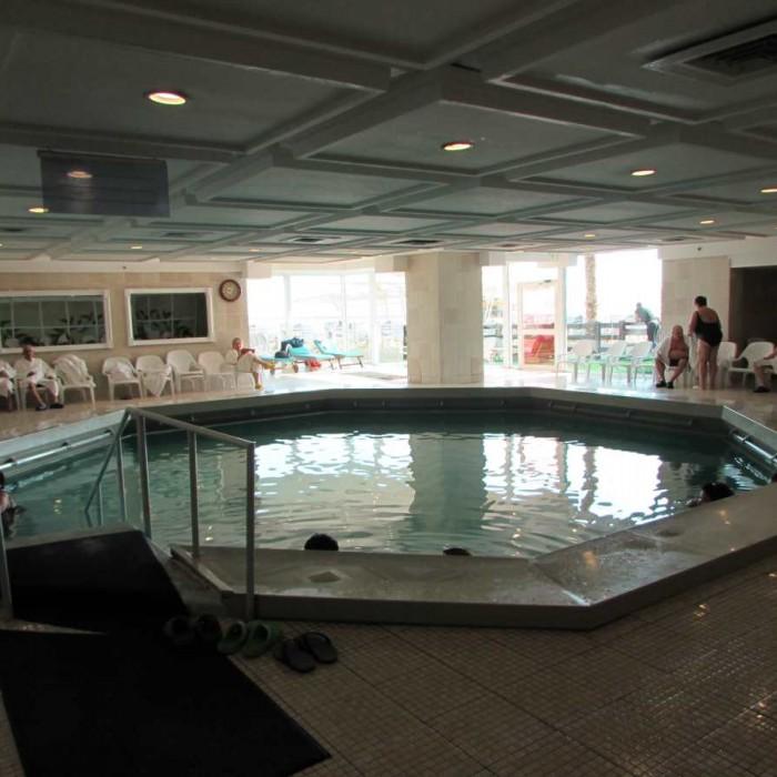 בריכת מי מלח מלון לאונרדו קלאב ים המלח