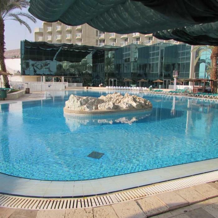 הבריכה מלון לאונרדו קלאב ים המלח