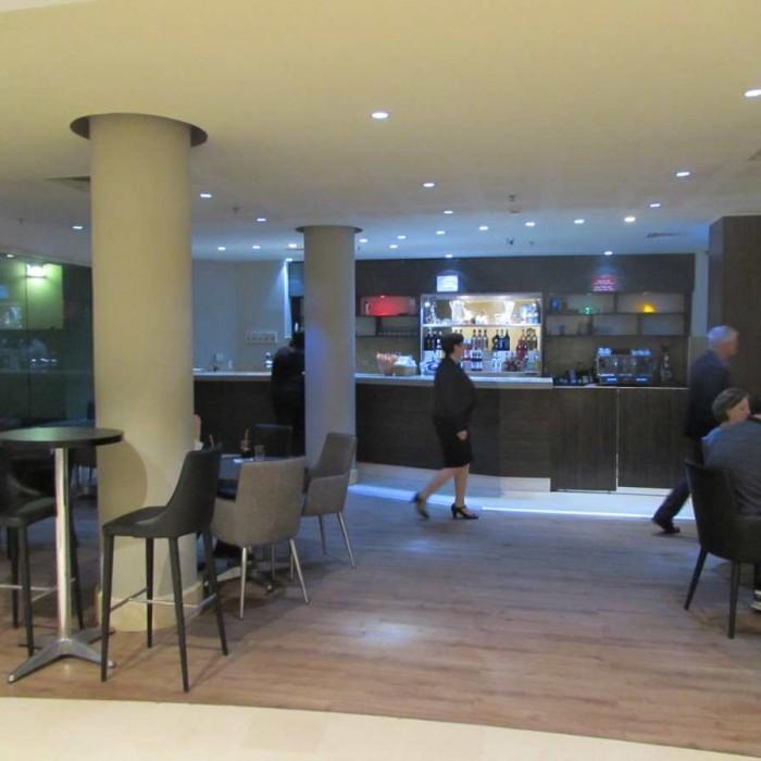 בית הקפה הכל כלול סמוך ללובי מלון לאונרדו פריוילג' ים המלח