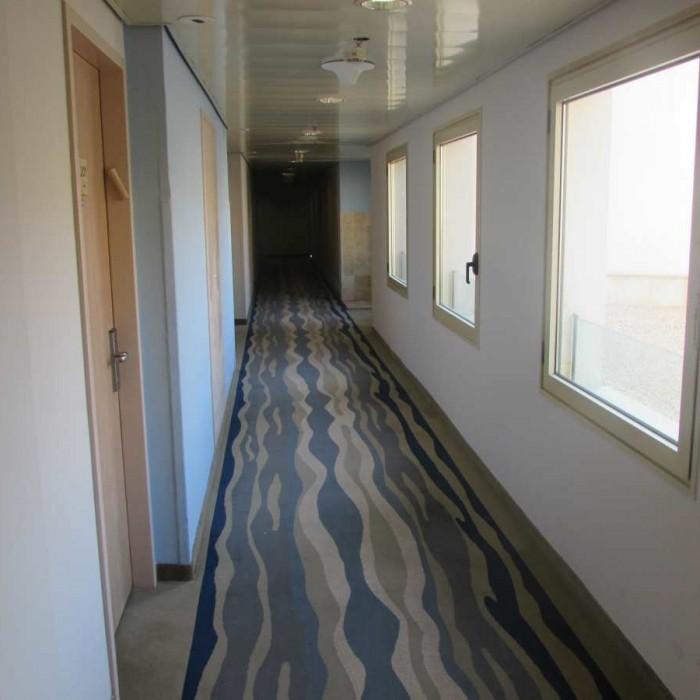 מסדרון בקומת החדרים מלון לאונרדו פריוילג' ים המלח