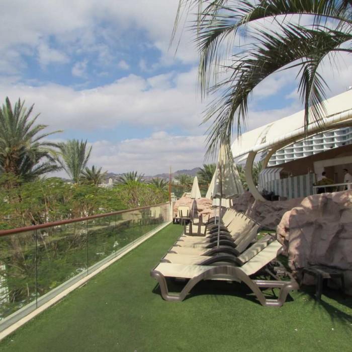 מתחם ישיבה בבריכה מלון דן אילת