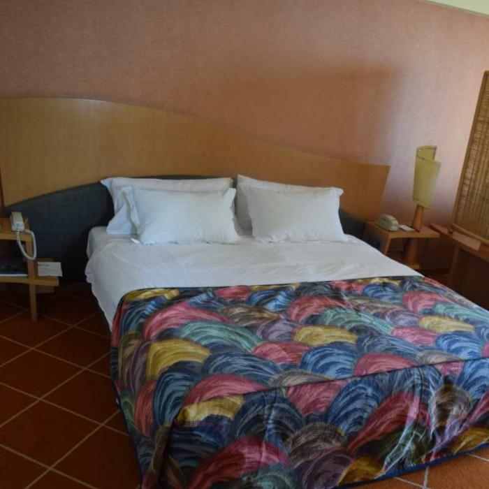 המיטה החדר מלון דן אילת
