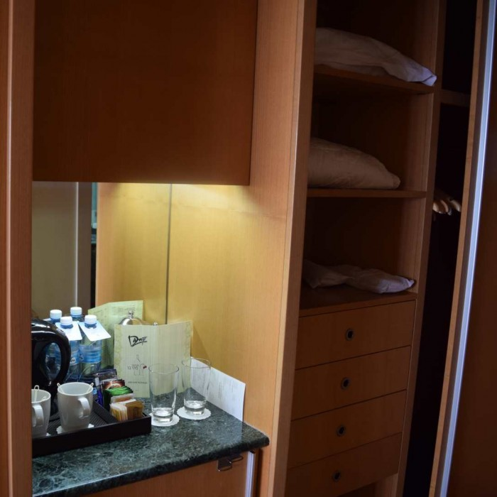 ערכת קפה, ארון החדר מלון דן אילת
