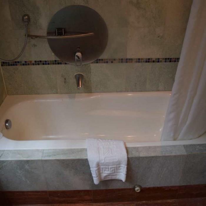 אמבטיה החדר מלון דן אילת