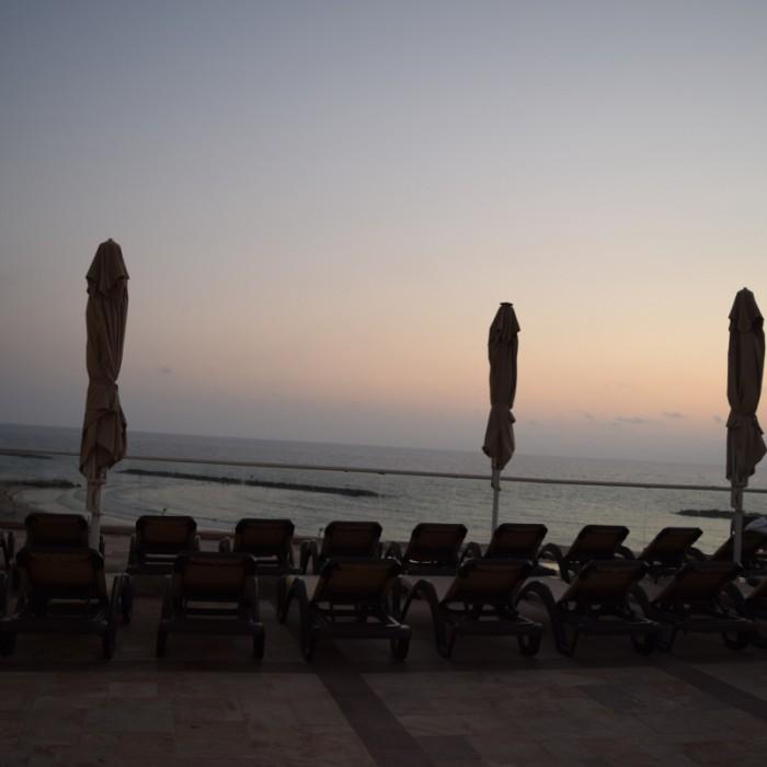 מקום לשבת ליד הבריכה מלון דן תל אביב