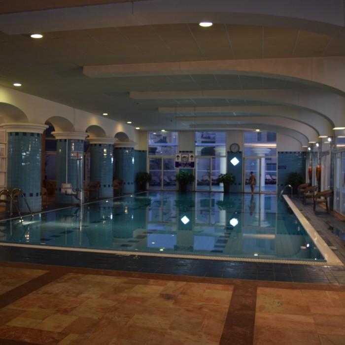 הבריכה הפנימית מלון דן תל אביב