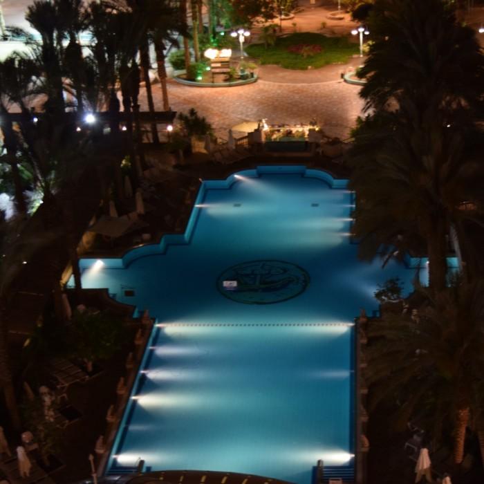 הבריכה בלילה מלון הרודס פאלאס אילת