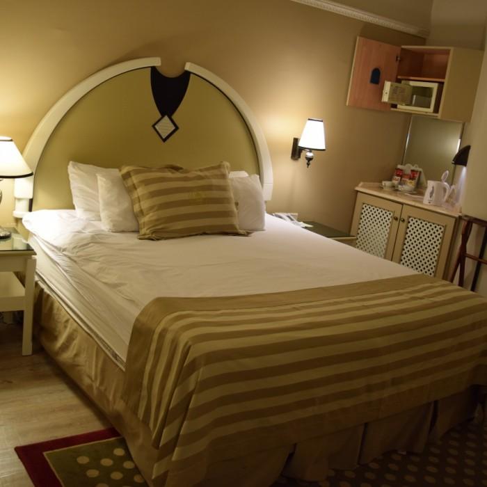 המיטה החדר מלון הרודס פאלאס אילת