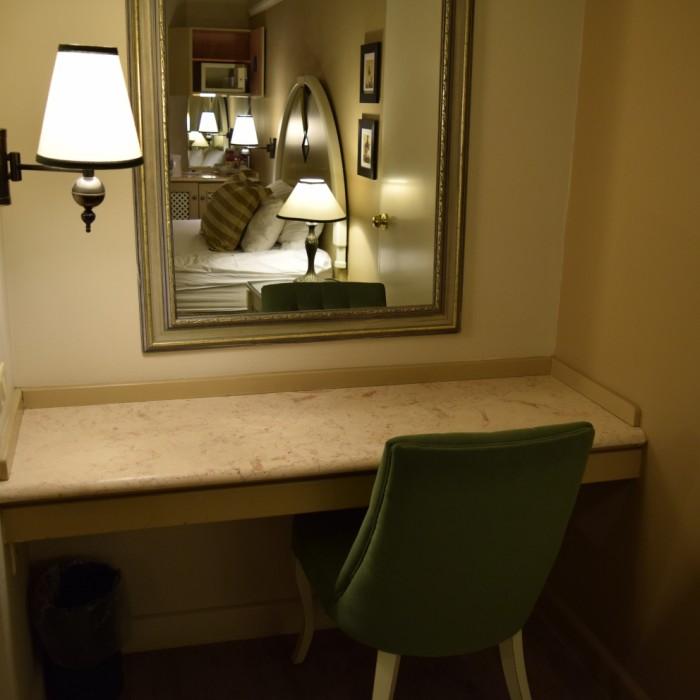 שולחן וכיסא מלון הרודס פאלאס אילת
