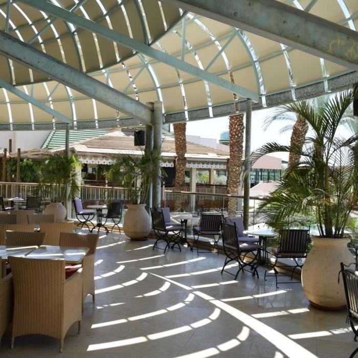 פינת ישיבה חיצונית מלון הרודס פאלאס אילת