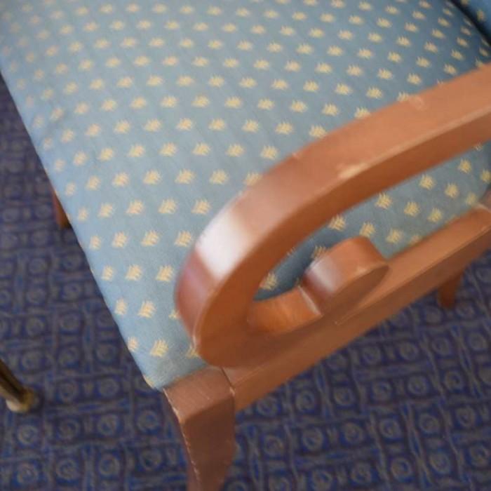 עץ שרוט בכיסא מלון הילטון אילת