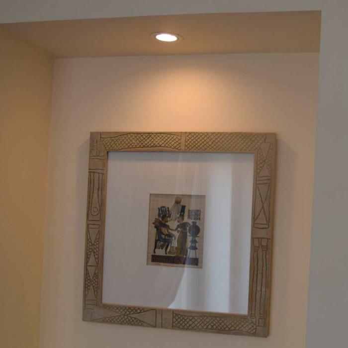 גומחה בקיר עם ציור החדר מלון הילטון אילת