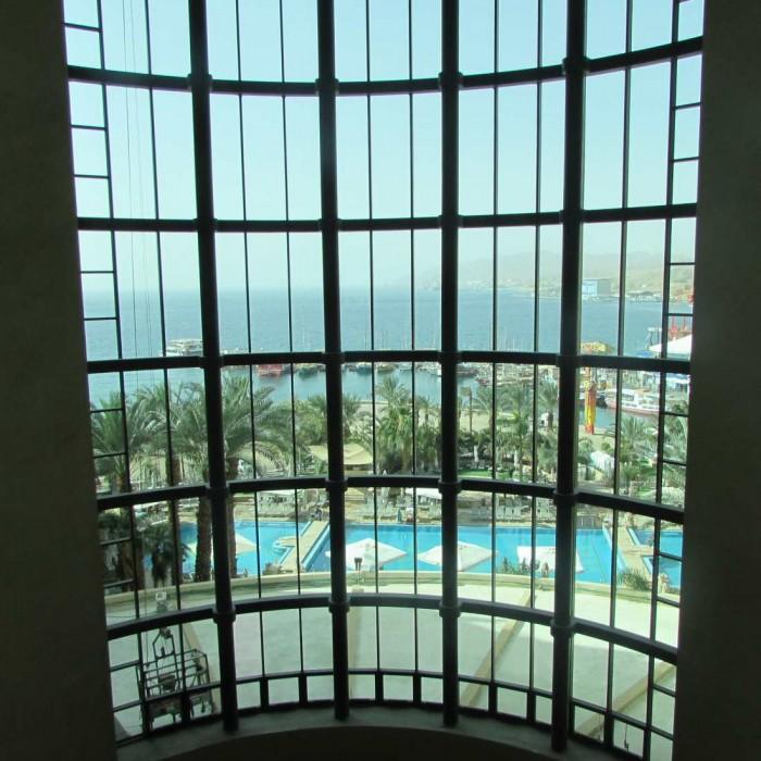 נוף מהמלון לכיוון הים מלון הילטון אילת