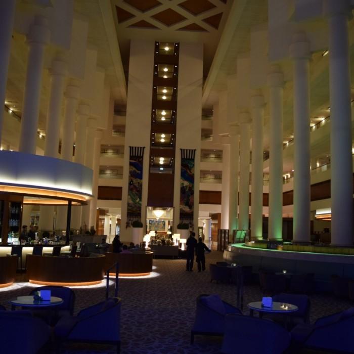 הלובי בלילה מלון דיוויד אינטרקונטיננטל תל אביב