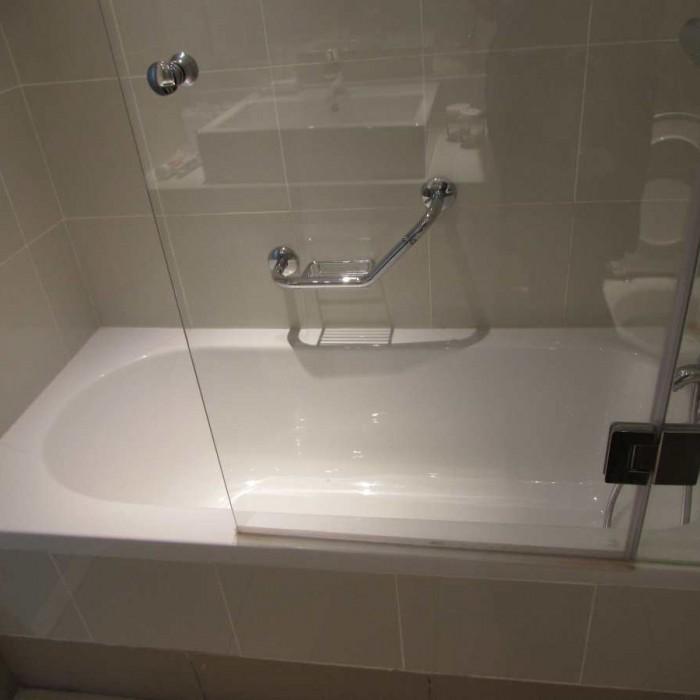 האמבטיה החדר מלון ישרוטל לגונה אילת