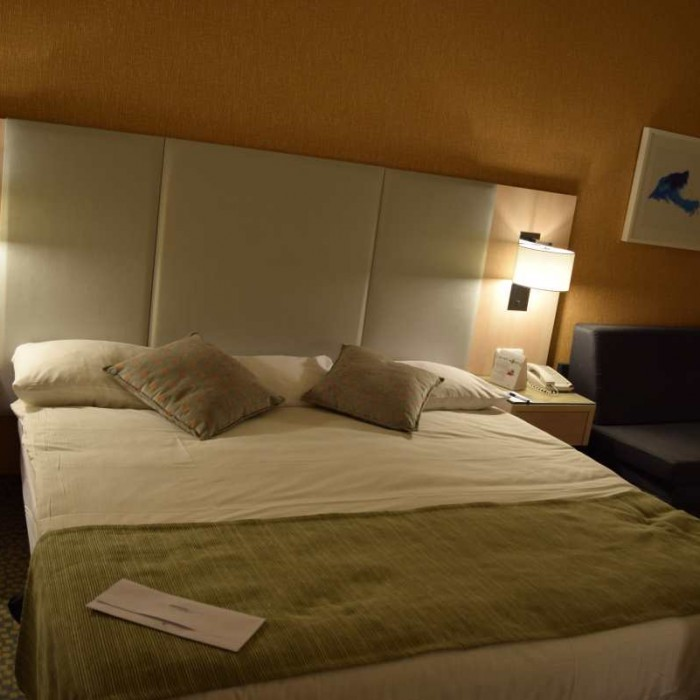 המיטה החדר מלון ישרוטל לגונה אילת
