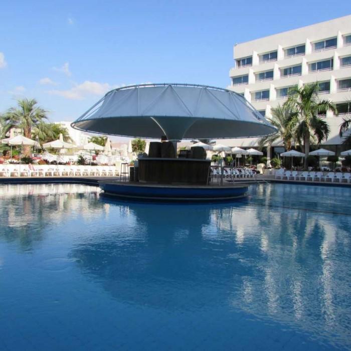 הבריכה ובר הבריכה מלון ישרוטל לגונה אילת