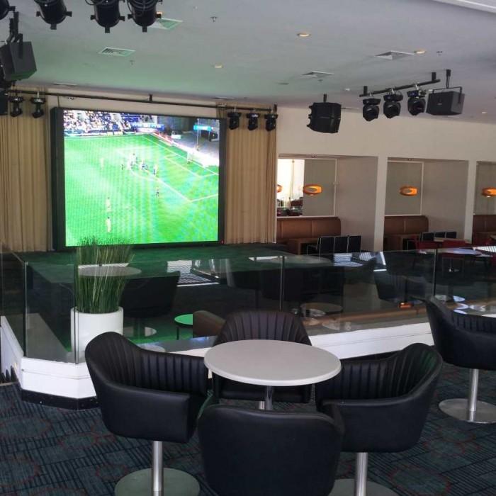 מסך גדול לצפיה במשחקים - לא תמיד פעיל מלון ישרוטל ספורט קלאב אילת