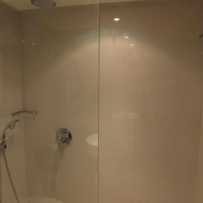 מקלחת החדר מלון ישרוטל ים סוף אילת