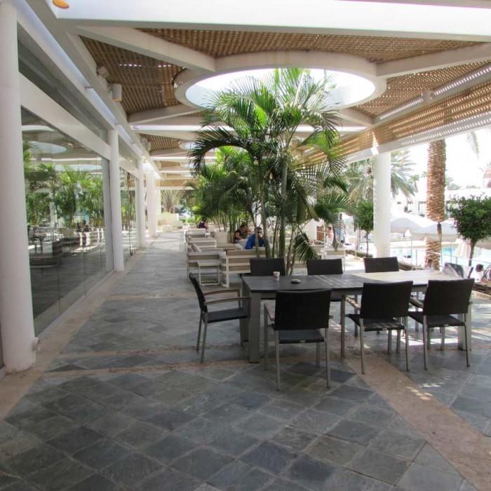 מקומות ישיבה חיצוניים מלון ישרוטל ים סוף אילת