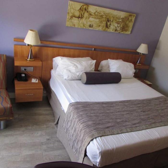 מיטה וכורסא מלון לאונרדו פריוילג' אילת