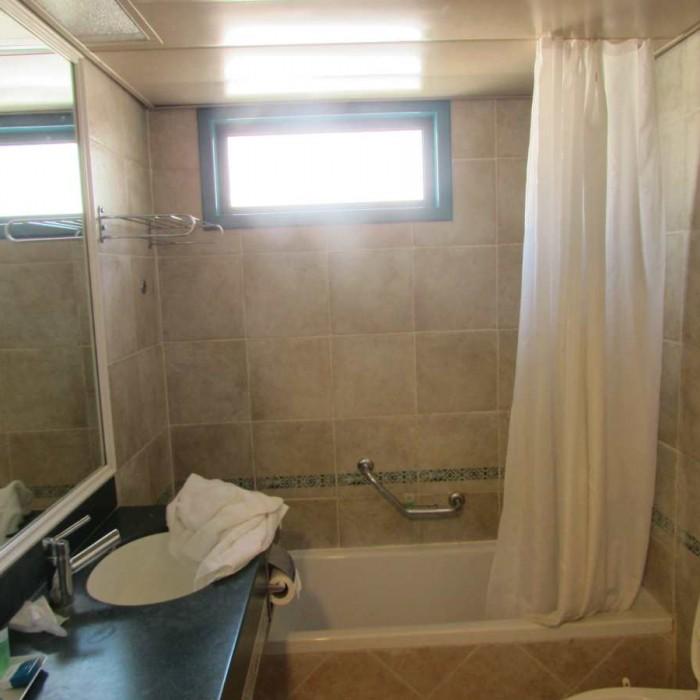 אמבטיה מלון מג'יק סאנרייז קלאב אילת