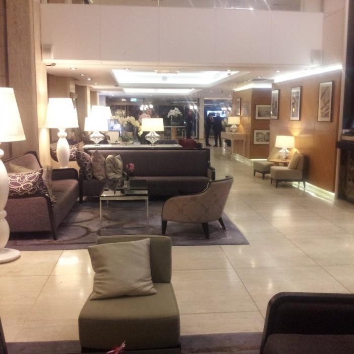 הלובי לכל אורכו מלון אורכידאה תל אביב