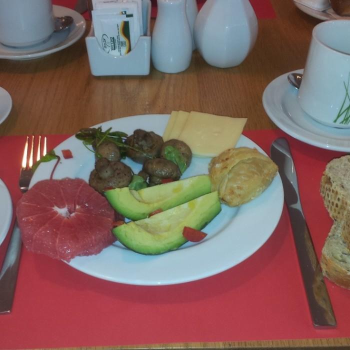 חלק מהמנות בארוחת הבוקר מלון פרימה סיטי תל אביב