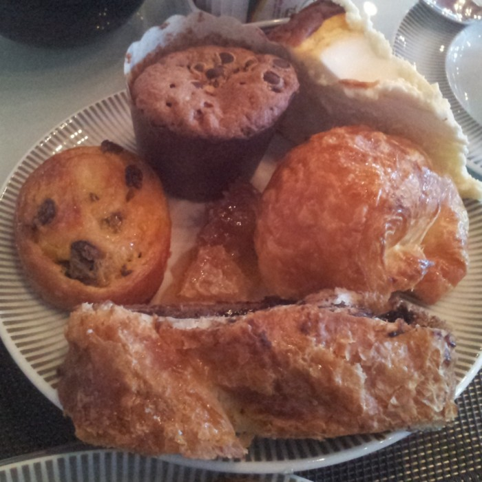 קינוחים ארוחת הבוקר מלון רויאל ביץ תל אביב