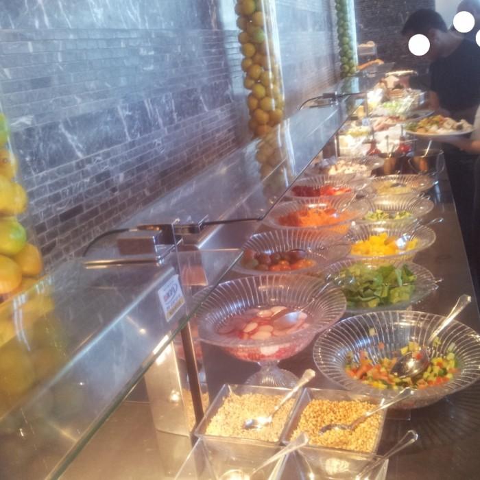 מזנון ארוחת הבוקר מלון רויאל ביץ תל אביב