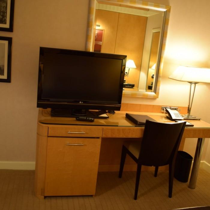 טלוויזיה בינונית בגודלה מלון סופיטל ניו יורק