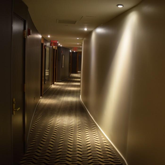 מסדרון בקומת החדרים מלון סופיטל ניו יורק