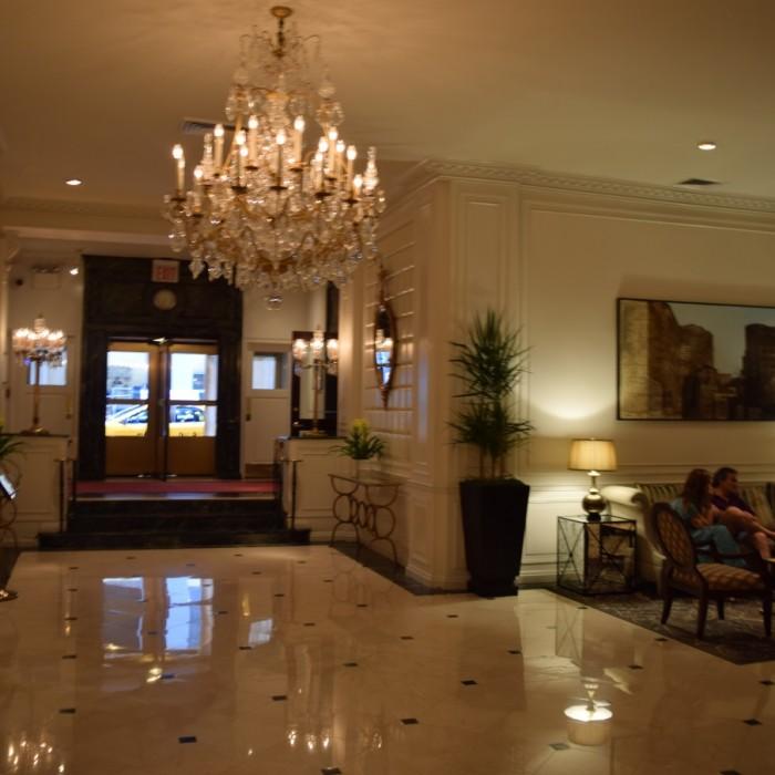 הכניסה למלון (מבט מבפנים) מלון וורוויק ניו יורק