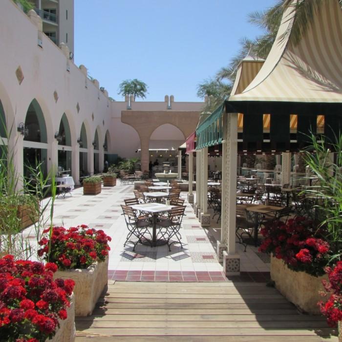 חדר אוכל VIP ישיבה בחוץ ארוחת בוקר מלון הרודס פאלאס אילת