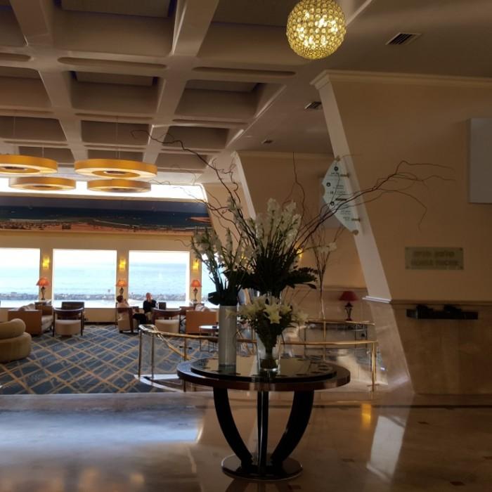 הכניסה מלון רנסנס תל אביב