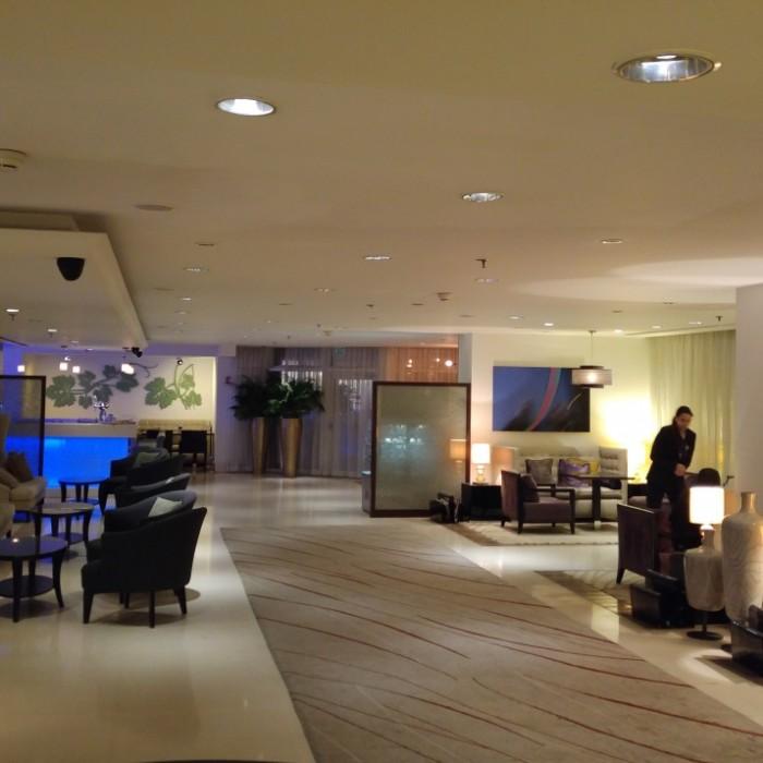 הלובי בלילה מלון קרלטון תל אביב