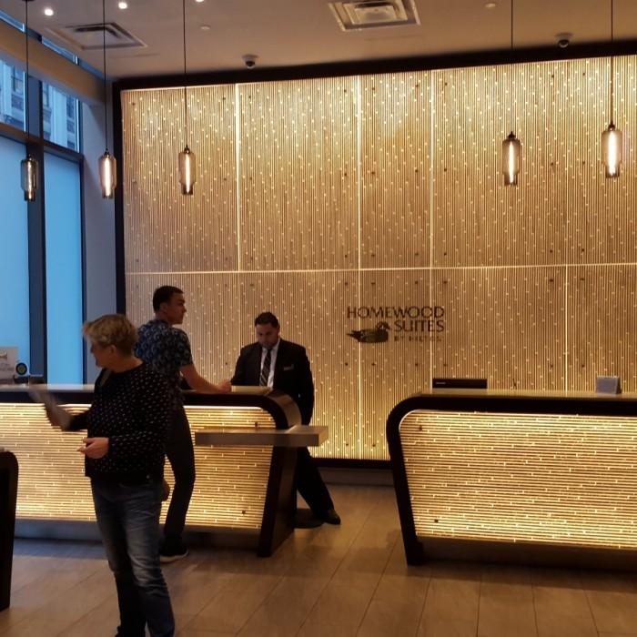 הכניסה למלון מלון הומווד סוויטס מידטאון ניו יורק
