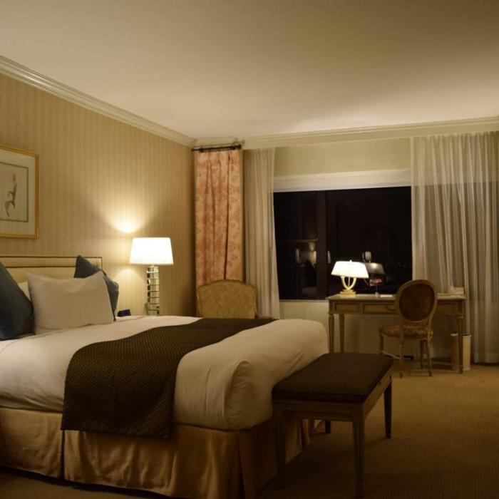 חדר דומה בגודלו לחדר משפחתי מלון פארק ליין ניו יורק